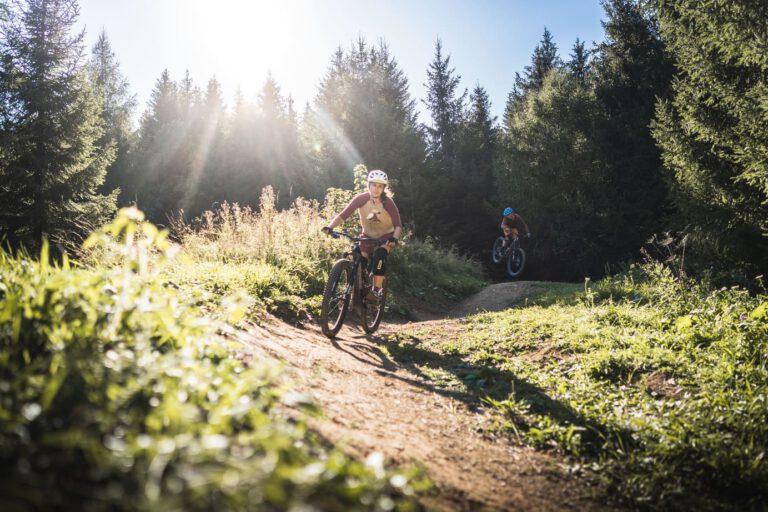 Zwei Mountainbiker auf einem Trail - Chris Gollhofer Sport Fotograf MTB Bikepark Kranjska Gora
