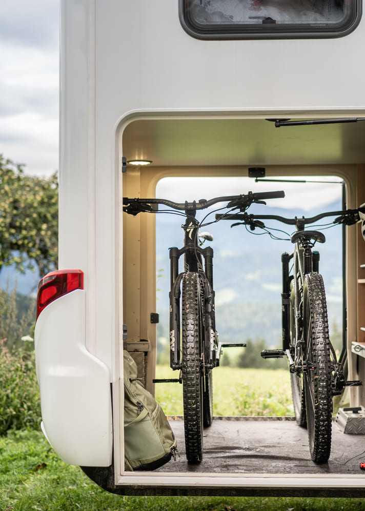 Fahrradgarage im Hymer Wohnmobil - MTB Chris Gollhofer Specialized Lifestyle Fotografie