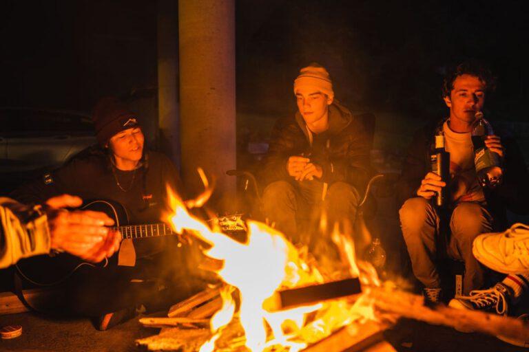 Lagerfeuerromantik mit André Höflich Sport und Lifestyle Fotograf Chris Gollhofer Mölltaler Gletscher