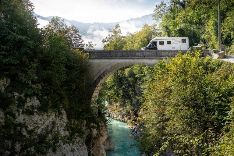 Ein Hymer Wohnmobil auf der Napoleon Bridge - Chris Gollhofer Lifestyle Fotografie Roadtrip