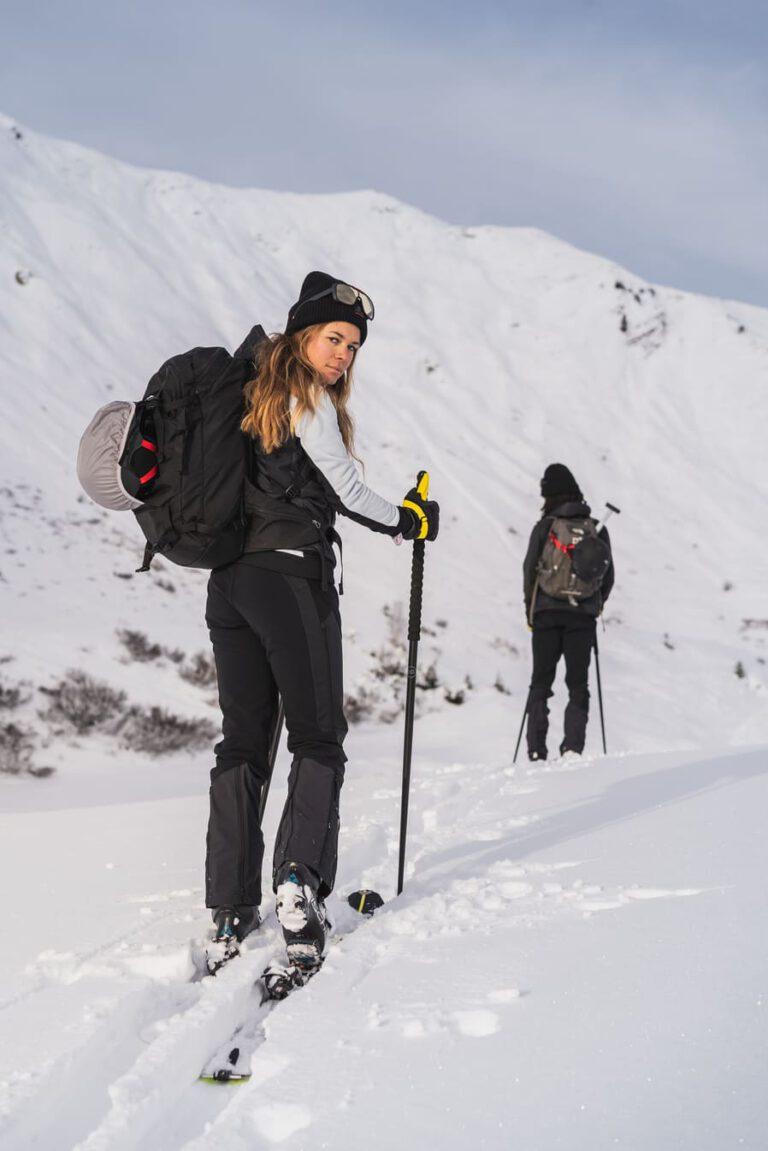 Portrait einer Frau die eine Skitour geht - Chris Gollhofer Lifestyle Fotografie