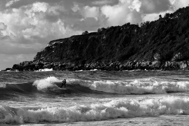 Surfer in den Wellen von San Sebastian - Surftrip Chris Gollhofer Fotografie