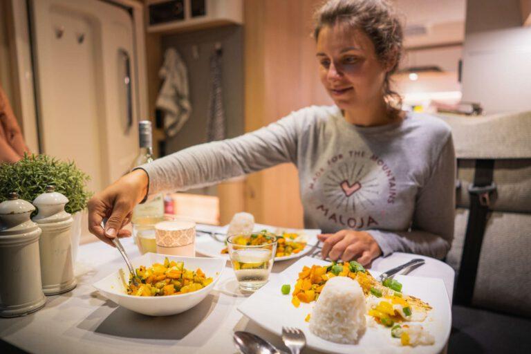 Vanlife Abendessen in Kranjska Gora - People Lifestyle Fotografie
