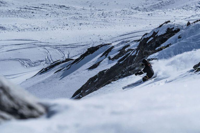 Ein Freerider beim Skifahren in Sölden - Chris Gollhofer sport Fotografie