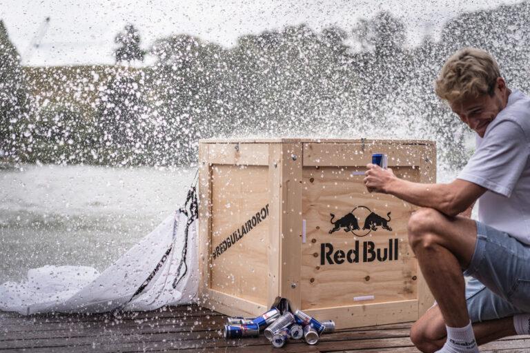 Gelandete Red Bull Kiste bei der Red Bull Brettljause - Chris Gollhofer Lifestyle Fotografie