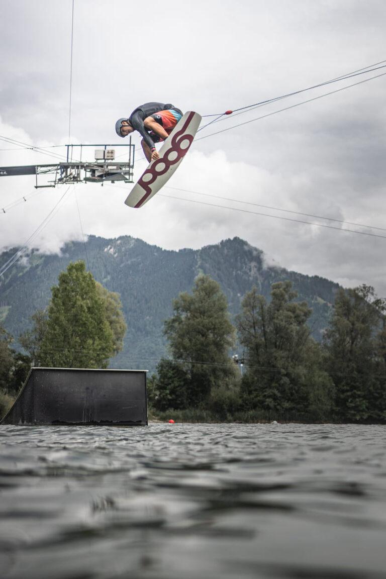 Wakeboarder am Inselsee Allgäu - Chris Gollhofeer Sprot Lifetyle Fotografie Sueddeutschland