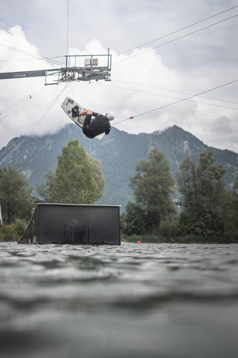 Wakeboarder am Inselsee Allgäu - Chris Gollhofer